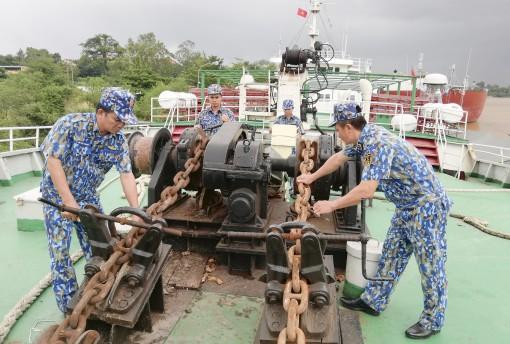 Những người thầy đi huấn luyện dài ngày trên biển