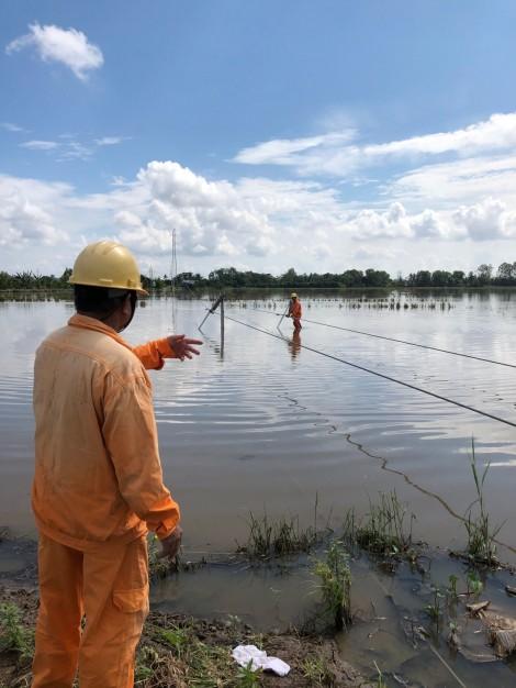 Tập trung khắc phục trụ điện 110kV bị gãy đổ ở địa bàn Ô Môn và Thới Lai