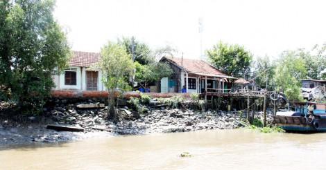 Long An: Công bố tình huống khẩn cấp sạt lở bờ Kinh Nước Mặn