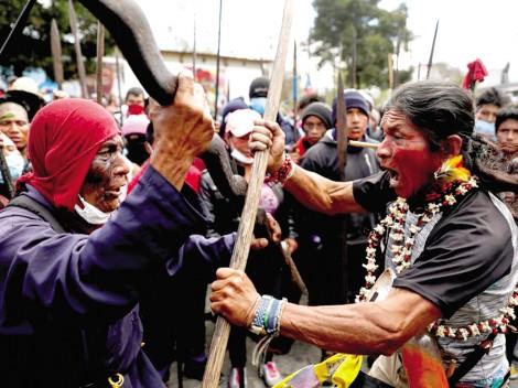Tổng thống Ecuador nhượng bộ