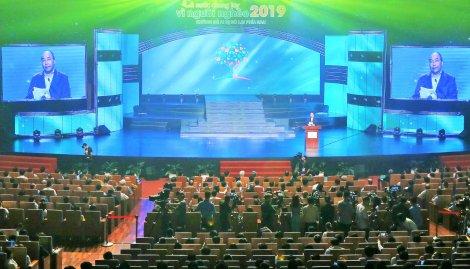 Thủ tướng Nguyễn Xuân Phúc: Mỗi tin nhắn, một tấm lòng