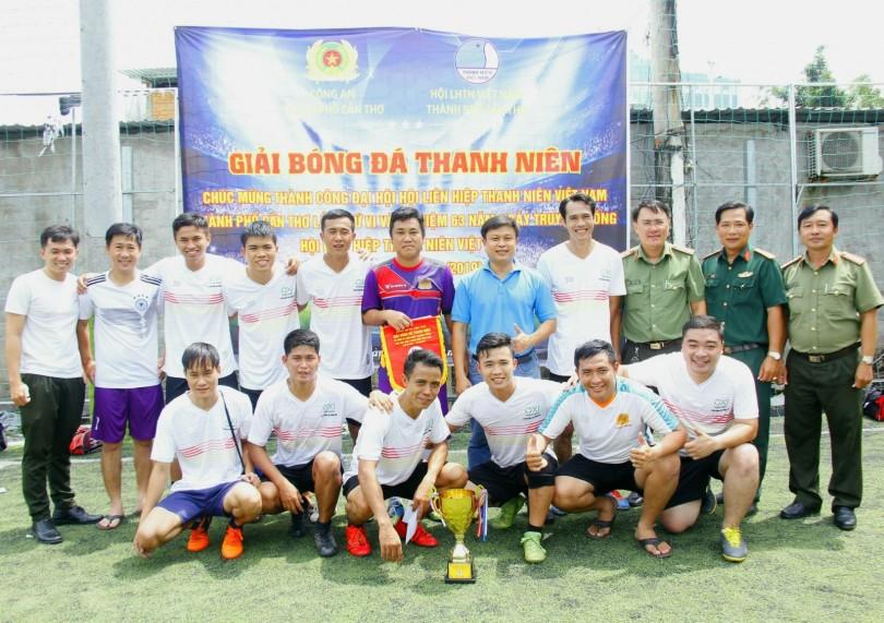 Đội bóng Liên quân cụm đoàn Xây dựng lực lượng - An ninh Nhân dân đoạt cúp vô địch