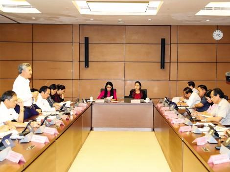 Rà soát, bổ sung thêm một số quyền hạn, nhiệm vụ cho Ủy ban Chứng khoán