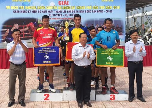 Đội bóng chuyền huyện Cờ Đỏ đoạt cúp vô địch năm thứ 3 liên tiếp