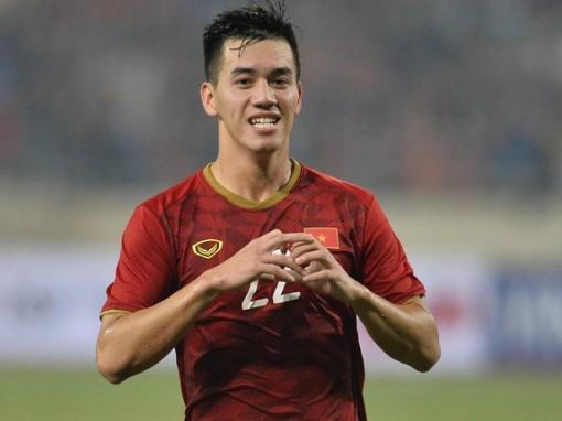 Hạ UAE 1-0, Việt Nam lên ngôi đầu bảng G