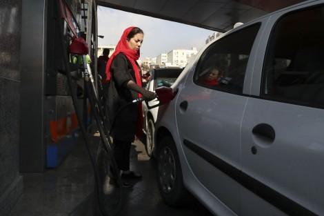 Khi Iran tăng giá xăng dầu