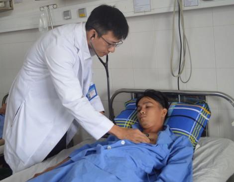 15 phút cứu sống nam thanh niên 23 tuổi ngưng tim