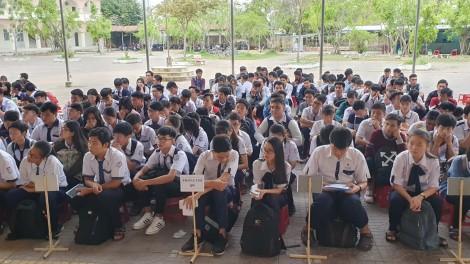 503 học sinh dựKỳ thi chọn Học sinh giỏi  giải toán trên máy tính cầm tay cấp thành phố năm học 2019-2020