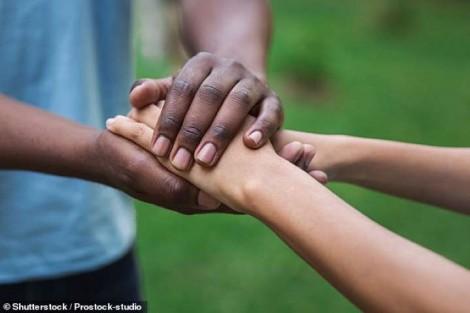 Sự tử tế làm tăng cảm giác hạnh phúc và sức khỏe