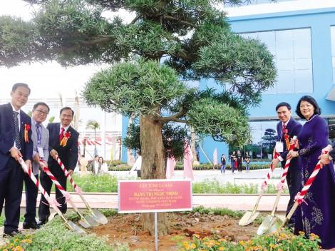 Phó Chủ tịch nước Đặng Thị Ngọc Thịnh dự kỷ niệm 40 năm xây dựng và phát triển Trường Đại học Y Dược Cần Thơ