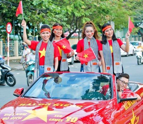 Tây Đô rực rỡ sắc màu, cổ vũ đội tuyển U22 Việt Nam