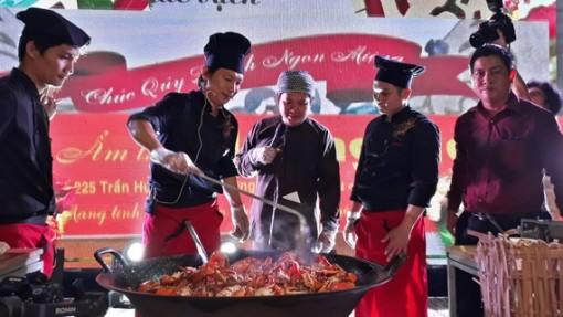 Cà Mau: Bữa tiệc cua 25 món và chảo cua rang me khổng lồ tại Liên hoan ẩm thực