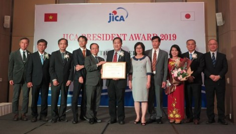 Can Tho University receives JICA President Award 2019