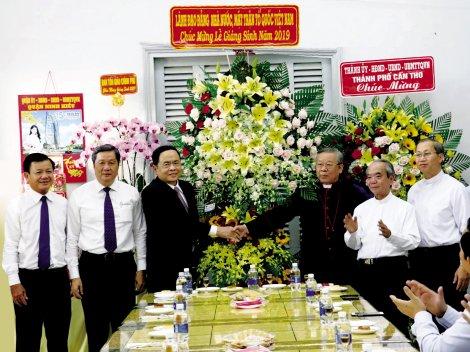 Đồng chí Trần Thanh Mẫn thăm, chúc mừng Giáng sinh tại Tòa Giám mục Cần Thơ