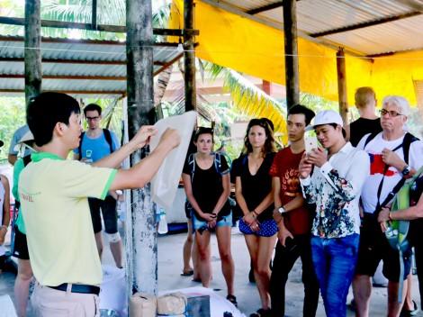 Các khu, điểm du lịch phải niêm yết nội quy bằng tiếng Việt lẫn tiếng Anh