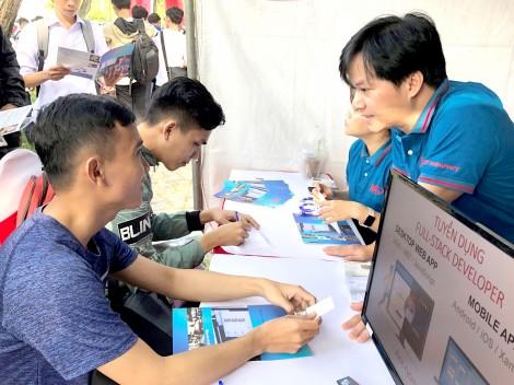 Hơn 2.000 sinh viên tham dự Ngày hội việc làm Công nghệ thông tin