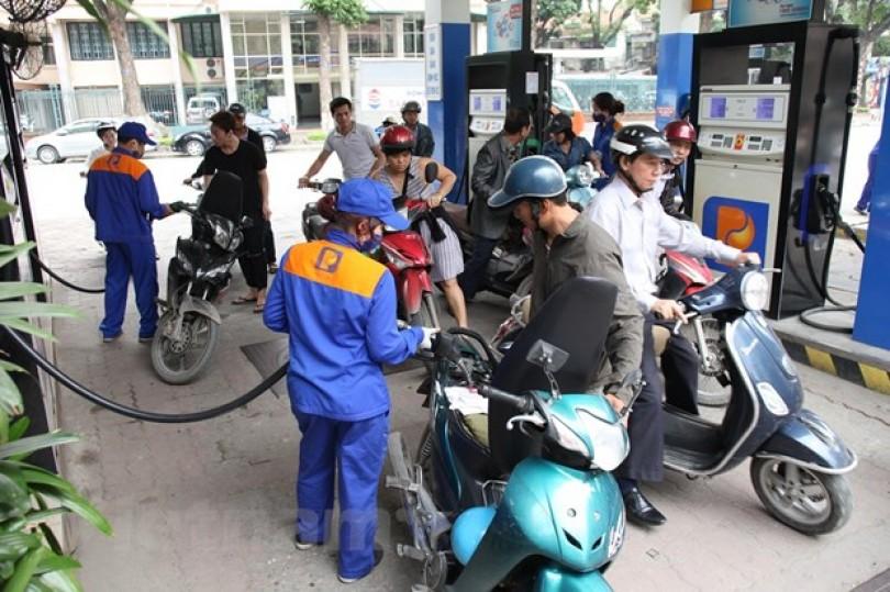Từ 15 giờ, xăng giảm nhưng các mặt hàng dầu tiếp tục tăng giá
