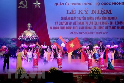 Vietnamese volunteer soldiers excellently fulfill mission in Laos: Lao Defence Minister
