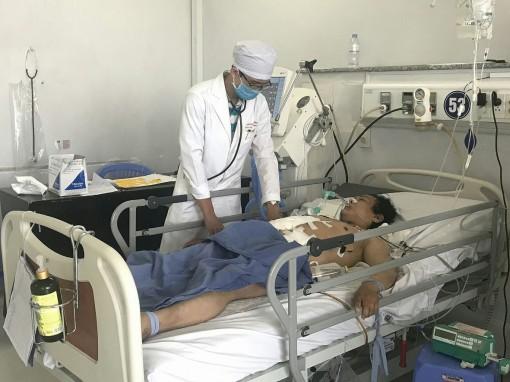 Bệnh nhân vỡ túi phình động mạch nguy kịch, không tiền đóng viện phí