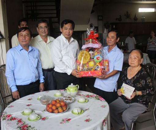 Chủ tịch UBND thành phố thăm, chúc Tết gia đình cán bộ hy sinh, từ trần