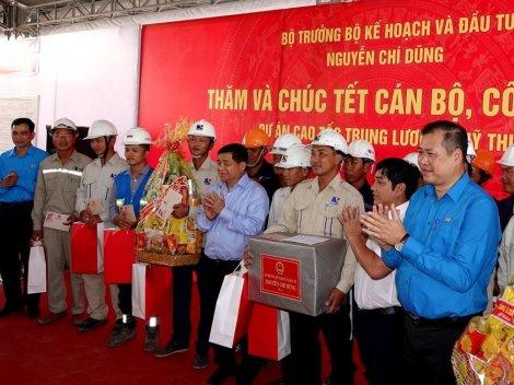Bộ trưởng Kế hoạch và Đầu tư chúc Tết cán bộ, công nhân Dự án Trung Lương - Mỹ Thuận