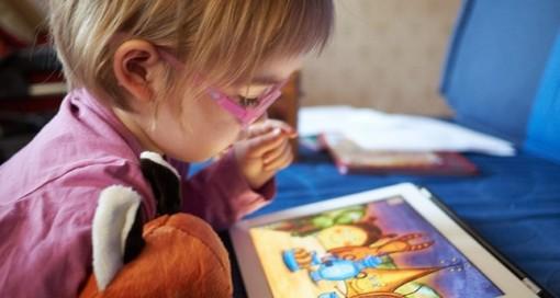 Xem thiết bị màn hình quá nhiều khiến trẻ thụ động