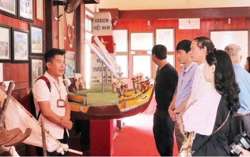 Thăm Nhà trưng bày Hải đội Hoàng Sa