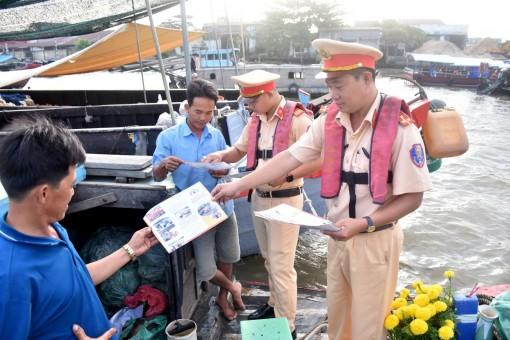 Nỗ lực giữ gìn trật tự, an toàn giao thông trên tuyến đường thủy nội địa