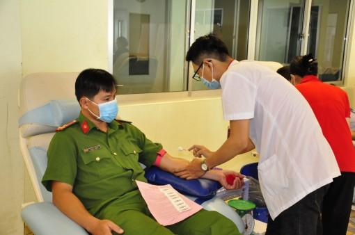 Công an TP Cần Thơhiến máu khẩn cấp bổ sung nguồn máu dự trữ