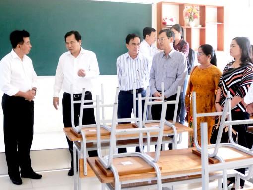 Chủ tịch UBND TP Cần Thơ kiểm tra phòng, chống dịch COVID -19  tại trường học