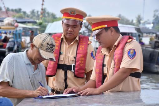Quyết liệt thực hiện các giải phápđảm bảo trật tự, an toàn giao thông đường thủy nội địa