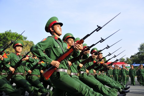 Tiếp tục hoàn thiện hệ thống pháp luật, cơ chế, chính sách về quốc phòng đáp ứng yêu cầu, nhiệm vụ bảo vệ Tổ quốc trong tình hình mới