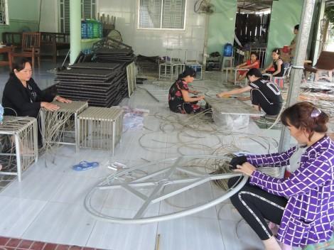 Hiệu quả Tổ Hợp tác đan dây nhựa ở xã Thới Hưng