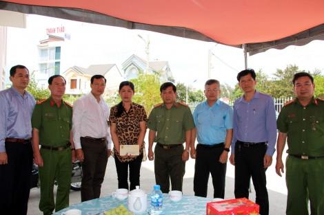 Thăm hỏi, động viên gia đình Thiếu tá Nguyễn Thanh Hải