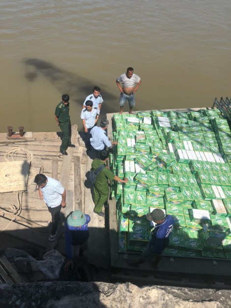 An Giang: Khởi tố vụ buôn lậu nước giải khát có gaz trị giá trên 8,6 tỉ đồng