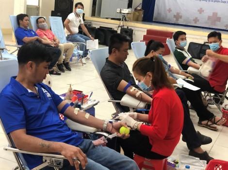 Tình nguyện hiến 124 đơn vị máu