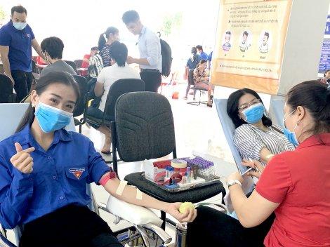 Chủ nhật Đỏ ở Tây Đô <br> Hiến máu cứu người  giữa dịch bệnh COVID -19