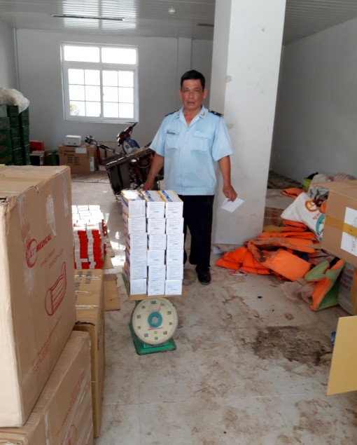 Bắt giữ vụ xuất lậu khẩu trang y tế và thuốc tân dược số lượng lớn sang Campuchia
