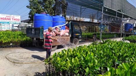 Hạn mặn khốc liệt, nước ngọt 100.000-150.000 đồng/m3