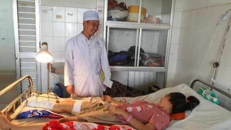 Báo động đỏ liên viện, cứu bé gái khỏi nguy cơ đoạn chi