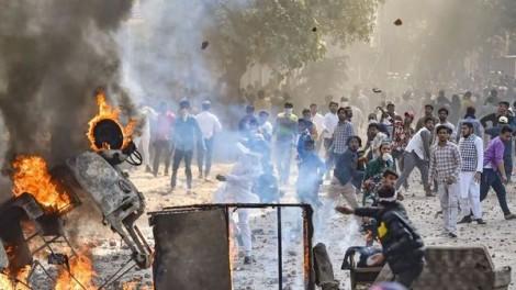 Thủ hiến Delhi kêu gọi áp đặt lệnh giới nghiêm vì bạo lực