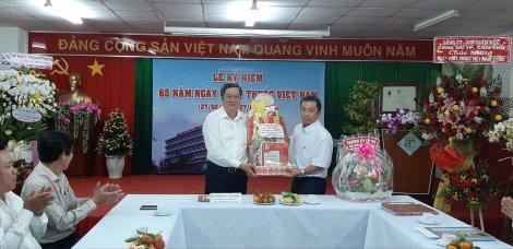 Lãnh đạo thành phố thăm, chúc mừng các đơn vị y tế nhân Ngày Thầy thuốc Việt Nam