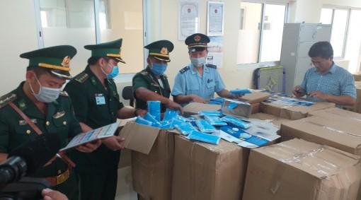 An Giang: Bắt giữ vụ xuất lậu hơn 160.000 chiếc khẩu trang y tế từ Việt Nam qua Campuchia