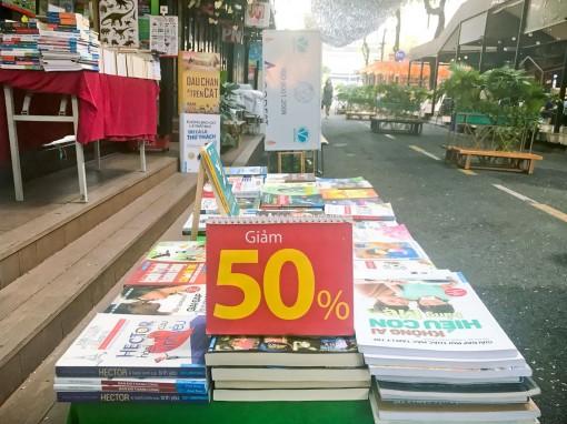 """Thị trường sách online  sôi động do """"né"""" COVID-19"""