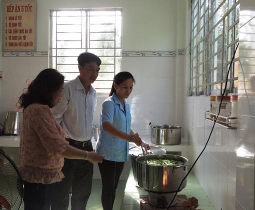 Quan tâm phát triển giáo dục và đào tạo ở nông thôn