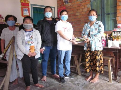 Nhóm từ thiện bạn bè hỗ trợ chị Hoàng Oanh trị bệnh