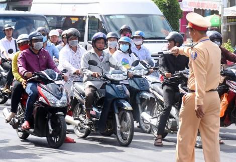 Ý thức của người tham gia giao thông chưa cao khi dừngchờ đèn đỏ