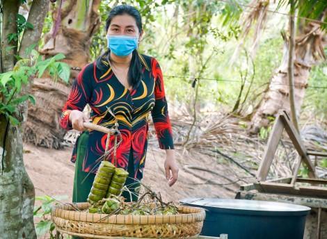 Người dân Cồn Sơn gói bánh, bắt cá, hái rau tặng các chiến sĩ làm nhiệm vụ ở khu cách ly chống dịch COVID-19