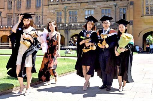 Đại học phương Tây đau đầu vì COVID-19