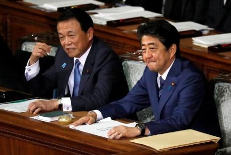 Thủ tướng Nhật và cấp phó tránh họp chung vì SARS-CoV-2